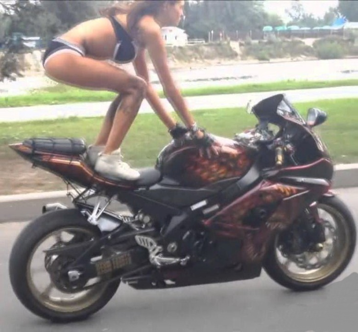 девушка на мотоцикле фото на аву