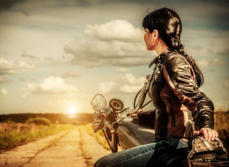 http://vse-o-moto.com/images/1-moto-moto/devushki-i-mototsikly/zhenschina-na-mototsikle-6.jpg